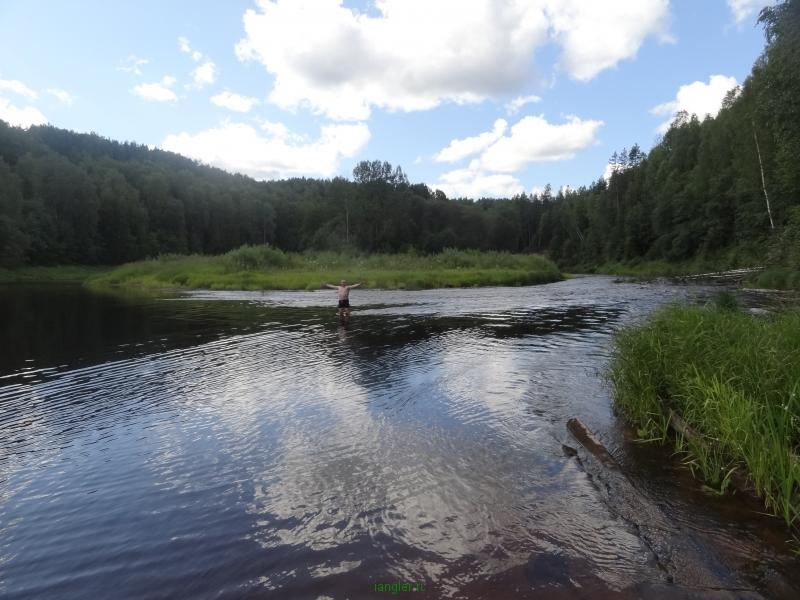 Купаемся на реке Оять
