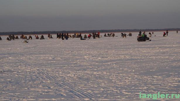 Рыбаки на льду в Чёрном