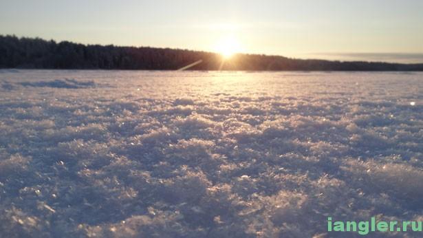 снег блестит на солнце