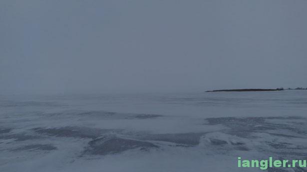 Лёд в снегу