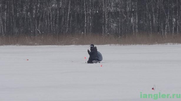 рыбаки на озере
