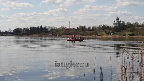 Лодка на реке Волхов