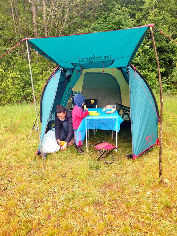 столик в палатке