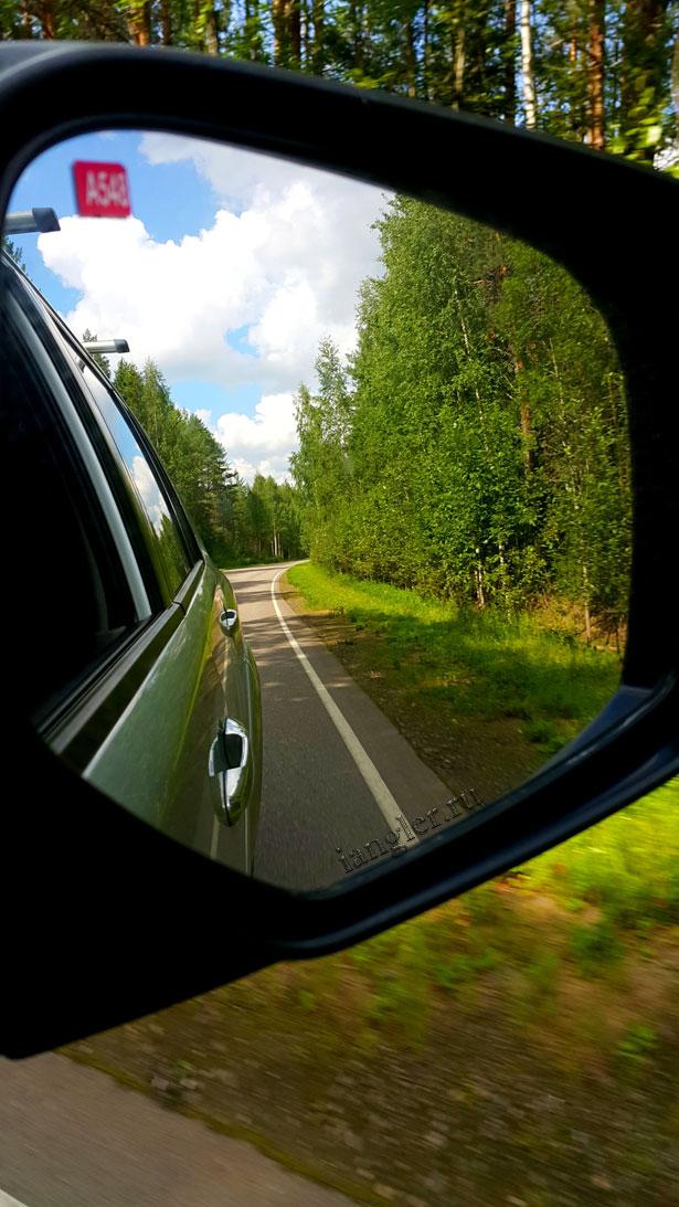 Отражение в автомобильном зеркале