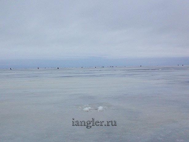Рыбаки на льду в Лаврово