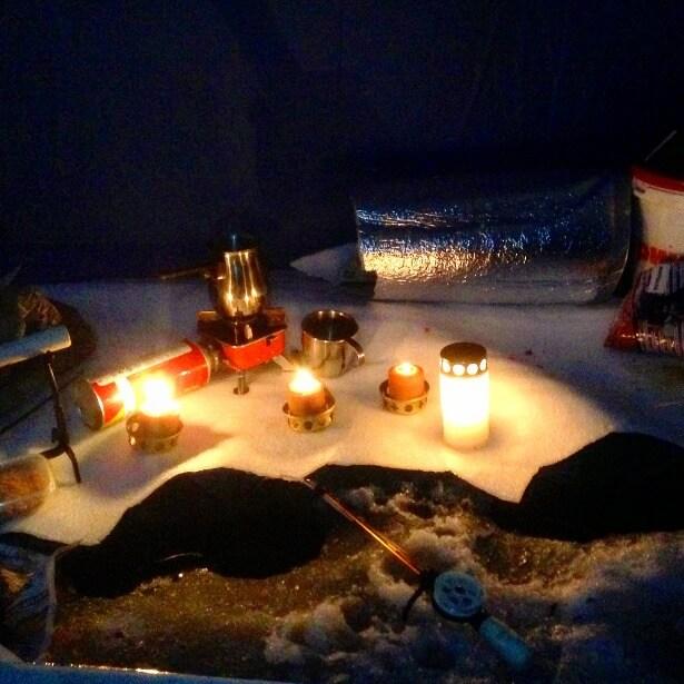 зимой в палатке
